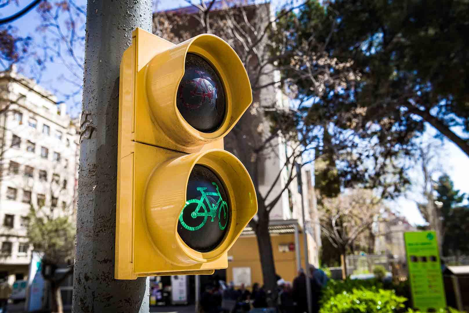 Spain Barcelona - Traffic lights cycling